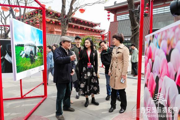 火狐电竞-青年摄影家朱家莹:用镜头洞察世界,以态度致敬时代  第4张