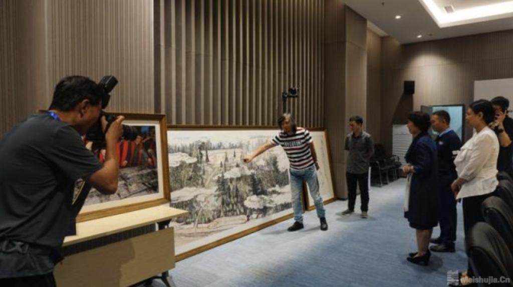 为奥运喝彩艺术写生团向北京冬奥组委捐赠画作